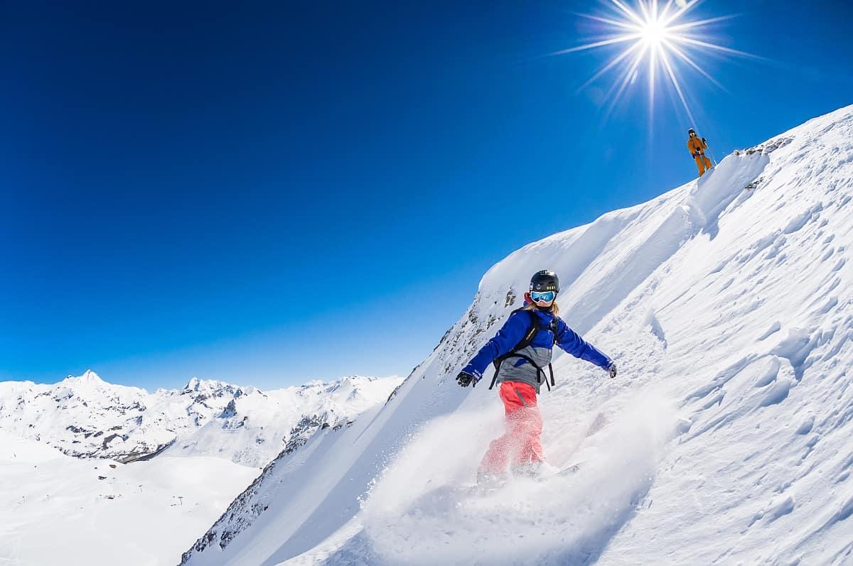 Le snowboard spiltboard à Tignes sans remontées mécaniques