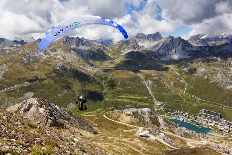 Le parapente l'été à la montagne